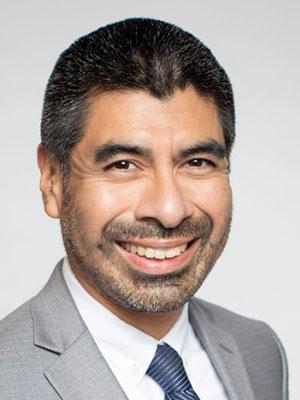 Headshot of Gus Hernandez
